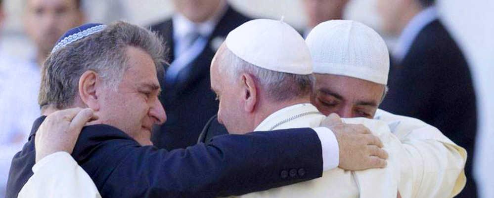 PF - Abbraccio tra tre religioni