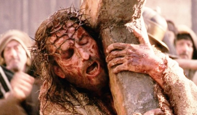 jesus-picture-carrying-cross-the-passion-of-christ-movie-752x440